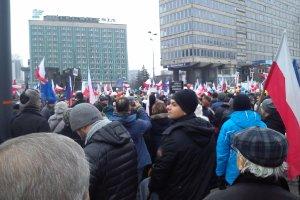 Manifestacja KOD w Katowicach. Kilkaset os�b na rynku [WIDEO]