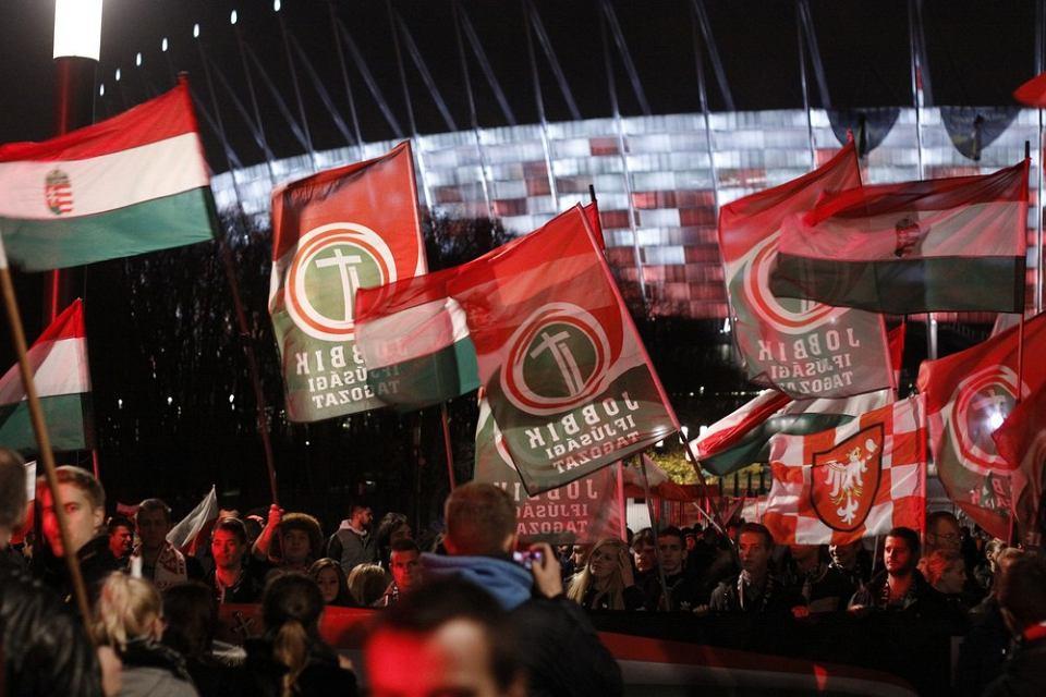 Goscie z węgierskiej partii Jobbik podczas marszu narodowców w Święto Niepodleglości w 2015 roku.