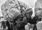 Maroko. Handel przygraniczny kwitnie dzi�ki kobietom mu�om [FOTOREPORTA�]