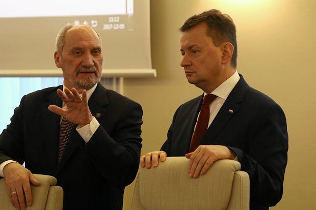Multimedialne ławeczki Błaszczaka zamiast kolumn Macierewicza. MON chce upamiętniać stulecie niepodległości bardziej nowocześnie