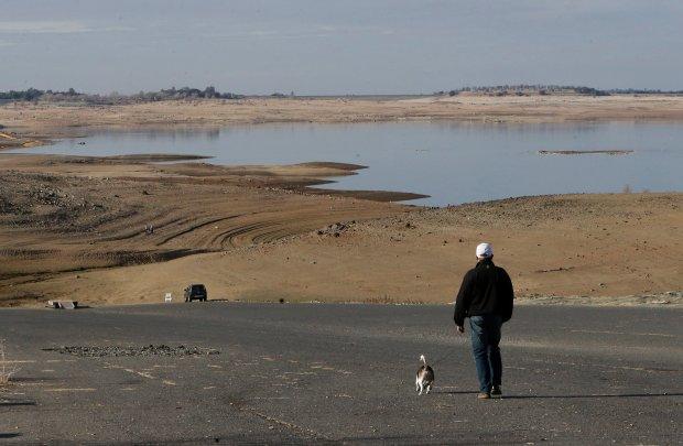 Kalifornia walczy z susz�, ogranicza dost�p do wody 25 mln mieszka�c�w