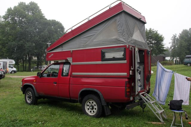 Pickup przerobiony na kampera