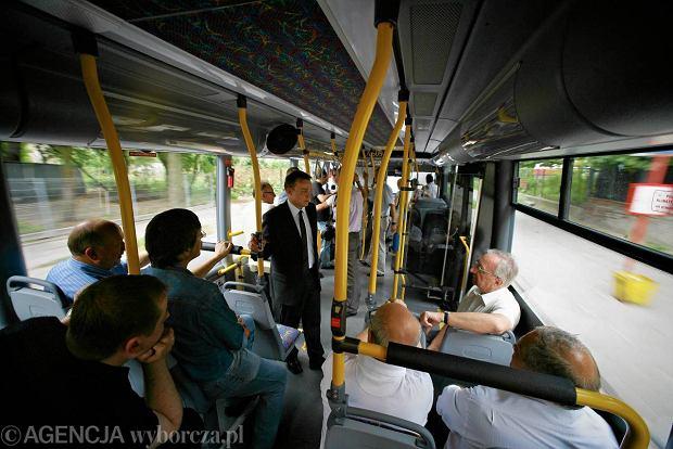LIST: Kt�rymi drzwiami mam wsiada� do autobusu?