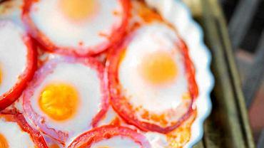 Jajka sadzone w pomidorach
