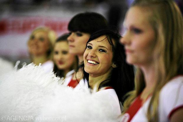 Kt�re cheerleaderki s� lepsze - seksowne dziewczyny z �odzi czy pi�kno�ci z Gdyni? [SONDA� + ZDJ�CIA]