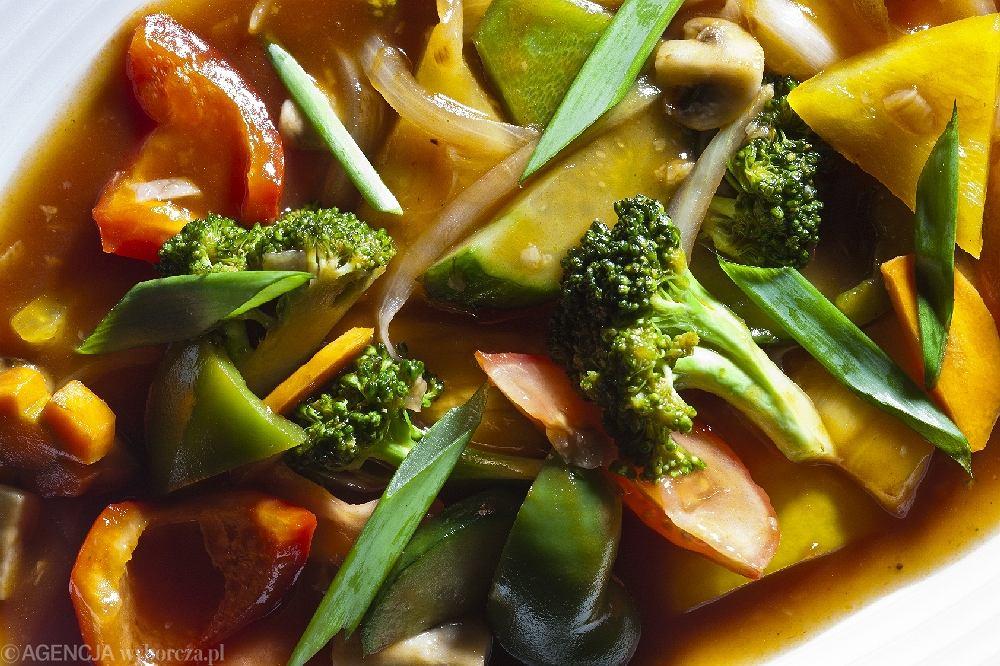 Warzywa smażone w sosie słodko-kwaśnym z ananasem