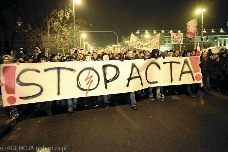 Manifestacja przeciw ACTA we Wroc�awiu. Tu tak�e dopisa�a frekwencja. Na ulice wysz�o ponad 5 tys. os�b