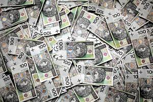 Przybywa firm, które zalegają z wypłatą wynagrodzenia. Uwaga na wakacyjne dorabianie