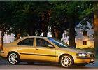 VOLVO S60 00-04, rok produkcji 2001, sedan, widok przedni prawy, samoch�d 4-drzwiowy, kolor z�oty