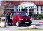 VOLKSWAGEN Transporter T4 TDI, rok produkcji 1996,  widok przedni prawy, samoch�d 4-drzwiowy, kolor bordeaux (czerwony ciemny)