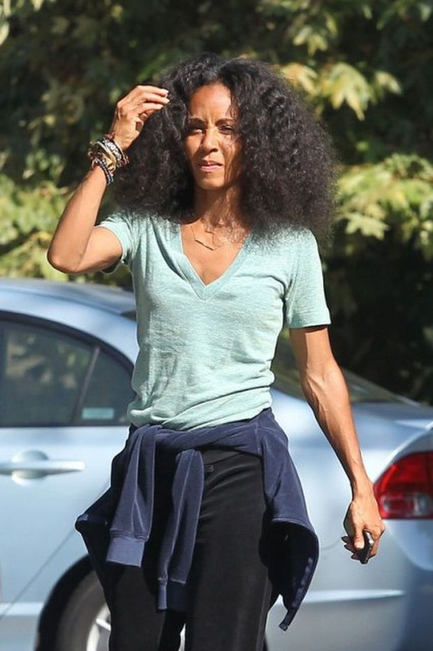 65966, LOS ANGELES, CALIFORNIA - Tuesday August 30 2011.  **EXCLUSIVE**  NO MAKE UP -  Jada Pinkett Smith goes for an afternoon walk with friends in Los Angeles. Jada was recently spotted with husband Will Smith and family shutting down all rumors of their separation.   Photograph: Sam Sharma, ?