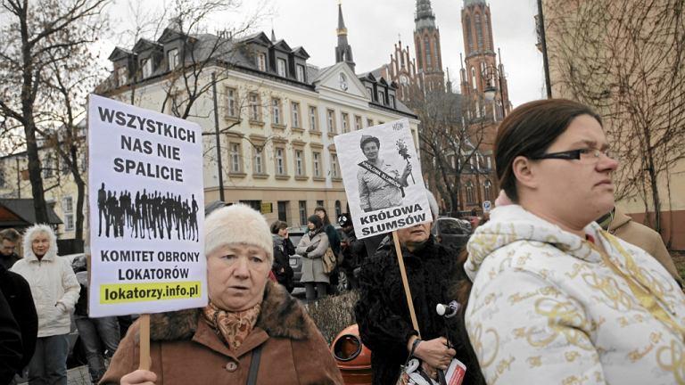 Protest Komitetu Obrony Lokatorów przeciwko zwracaniu kamienic z lokatorami