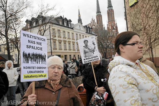 Protest Komitetu Obrony Lokator�w przeciwko zwracaniu kamienic z lokatorami