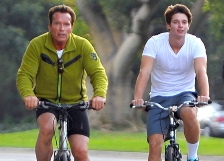 11-27-11 Brentwood, CA      Former Governor Arnold Schwarzenegger and his son Patrick out for a Sunday bike ride in Brentwood, CA....           FOT.FLYNET/NEWSPIX.PL  POLAND ONLY!!!  ---  Newspix.pl *** Local Caption *** www.newspix.pl   mail us: info@newspix.pl  call us: 0048 022 23 22 222  ---  Polish Picture Agency by Ringier Axel Springer Poland