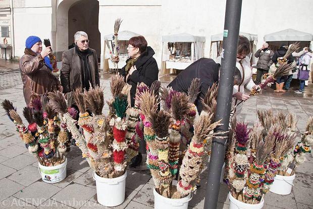 Palmy sprzedawane przed Ostr� Bram� w Wilnie