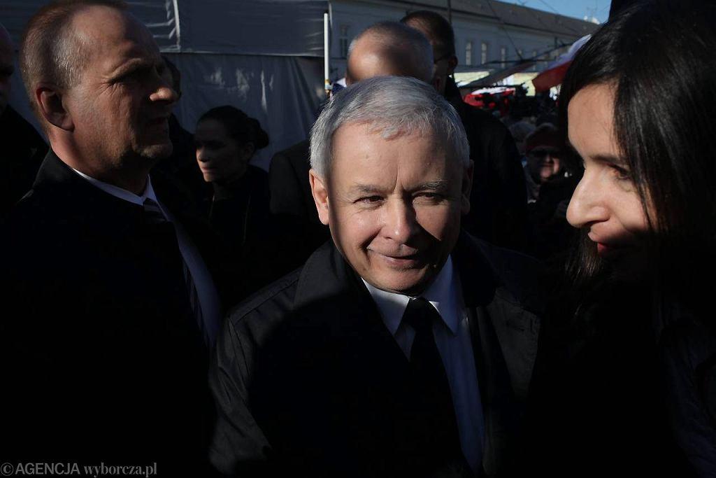 Jarosław Kaczyński i Marta Kaczyńska przed Pałacem Prezydenckim