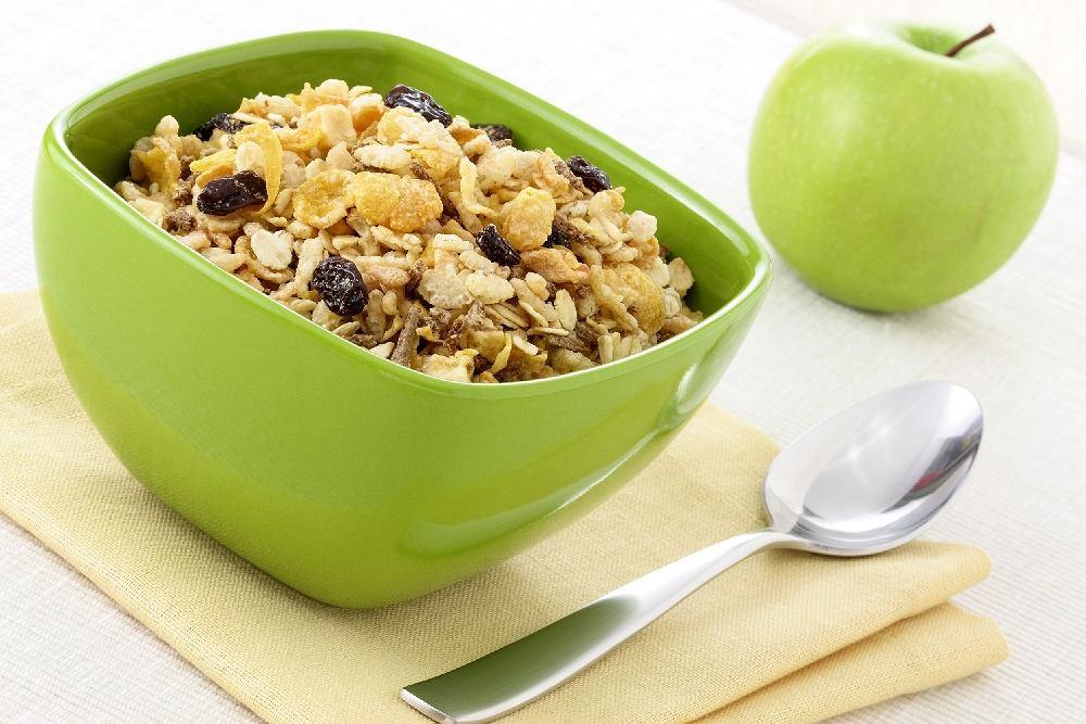 Śniadanie - płatki niesłodzone z jogurtem naturalnym