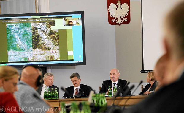 Uroczyste posiedzenie zespo�u parlamentarnego do zbadania przyczyn katastrofy samolotu TU-154M.