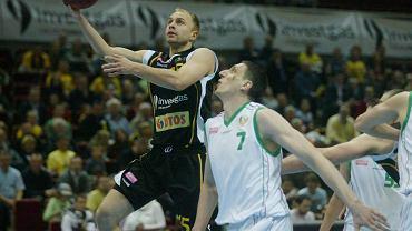 Łukasz Koszarek (z piłką)
