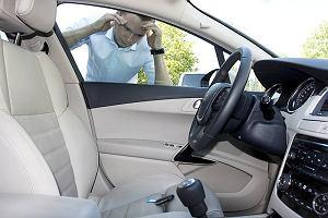 Zatrzasn��em kluczyk w samochodzie. Co robi�?
