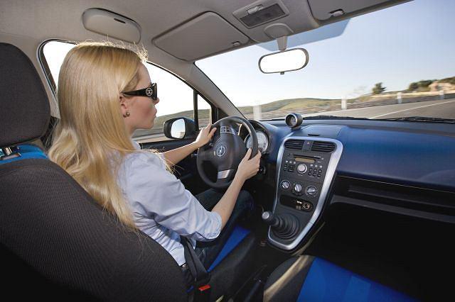 Dobranie odpowiedniej pozycji za kierownicą to klucz do wygodnego podróżowania samochodem.