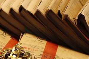 Prokuratura postawi�a wyk�adowcy kieleckiego uniwersytetu zarzut �ap�wkarstwa