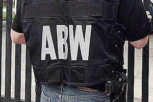 """ABW w redakcji """"Wprost"""". Ekspert: Naiwno�ci� jest s�dzenie, �e �wiadomy dziennikarz wyda s�u�bom materia�y"""