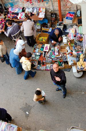 Wejście na bazar w Nablusie.