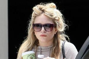 Posiadanie własnego stylu czasami wymaga poświęceń. W przypadku Mary-Kate Olsen poświęcane są włosy. Jak na współczesną hipiskę przystało, Olsenka odstawiła w kąt sprzęty takie jak grzebień i hoduje gniazdo na głowie. Uroczo.