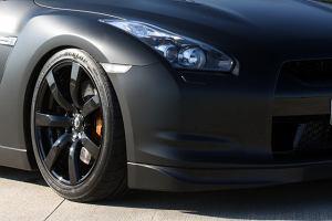 Mroczny GT-R od Avusa
