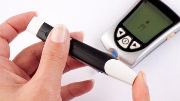Zdrowy tryb życia zmniejsza ryzyko zachorowania na cukrzycę. Prawidłowe stężenie cukru we krwi wynosi 60-100 mg%.