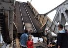 Szczecin: Uszkodzone prz�s�o mostu zwodzonego. Poci�gi musz� je�dzi� objazdami