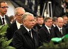 Jaros�aw Kaczy�ski na pogrzebach wsp�towarzyszy