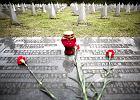 Znicze zap�on�y na cmentarzach �o�nierzy radzieckich