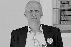Zmar� aktor Maciej Koz�owski