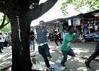 �wiadek o �mierci Nigeryjczyka: Policjant odepchn�� go i strzeli� [WIDEO]