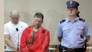 Kraków, 12 lipca 2010. Sąd okręgowy. Tadeusz G. (w czerwonym ubraniu) i Wojciech W. (w białym) podczas ogłaszania wyroku w procesie zabójców właścicieli kantorów