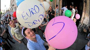 EuroPride. Na pierwszym planie Robert Biedroń z Kampanii przeciw Homofobii