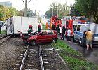 Wypadek na al. Śmigłego - Rydza. Samochody na torach