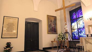 Krzyż sprzed Pałacu Prezydenckiego został u mieszczony w prezydenckiej kaplicy