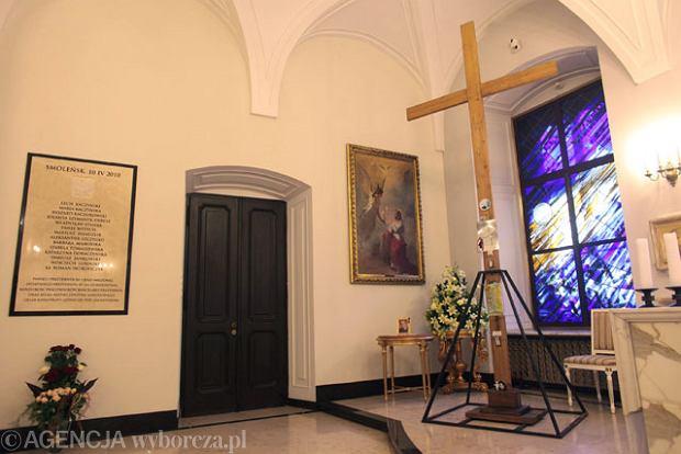 Krzy� sprzed Pa�acu Prezydenckiego zosta� u mieszczony w prezydenckiej kaplicy
