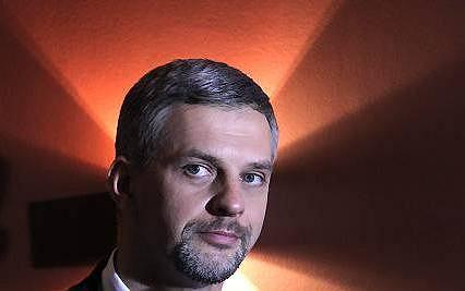 Pawe� Poncyljusz liderem PJN w stolicy...