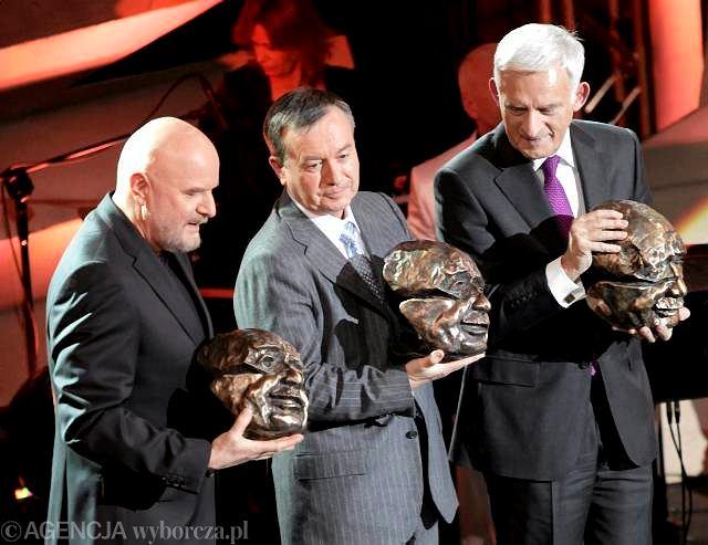 Laureaci Nagrody Kisiela 2010: Andrzej Mleczko, Krzysztof Olszewski, Jerzy Buzek