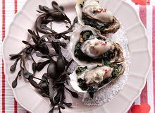 Ostrygi na szpinaku zapiekanym pod serem Roquefort - ugotuj