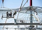 Alpini�ci montuj� dach nad Stadionem Narodowym. Zdj�cia