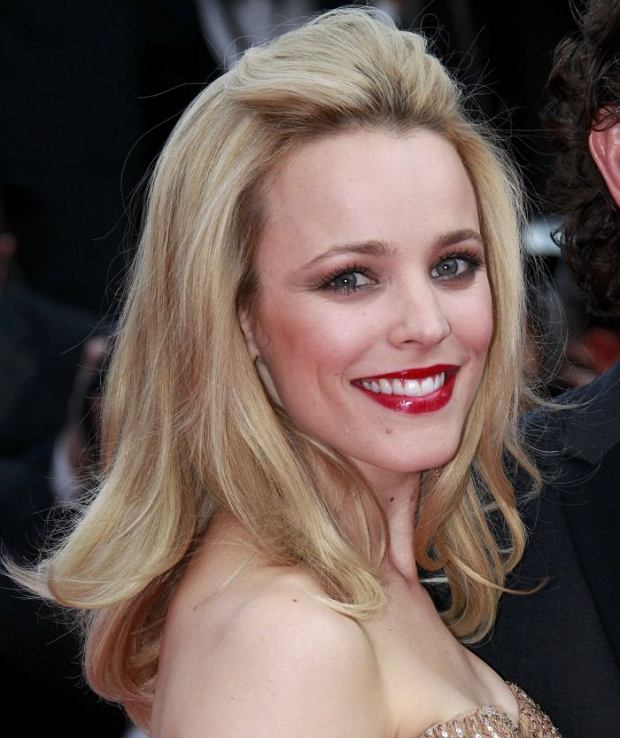 """Actress Rachel McAdams arrives on the red carpet for the screening of the film """"Sleeping Beauty"""", in competition at the 64th Cannes Film Festival, May 12, 2011. Twenty films are competing in the May 11 to 22 cinema showcase, with a roll call including major screen stars, revered """"auteur"""" directors and relative newcomers.    REUTERS/Eric Gaillard (FRANCE  - Tags: ENTERTAINMENT)"""