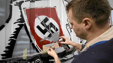 Tworzenie znaku ''Nazizmu nigdy więcej na Allegro''