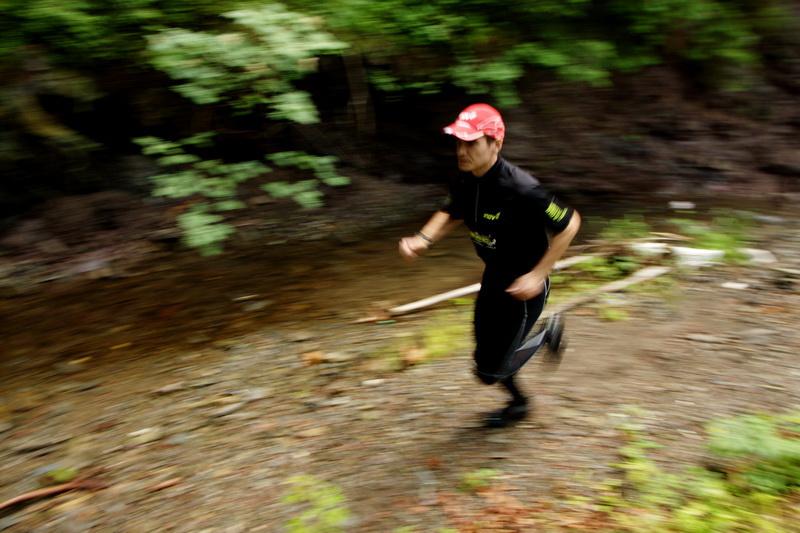 Maciek Więcek - mistrz Polski w biegach na 100 km na orientację podczas górskiego treningu