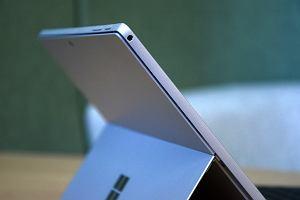 Microsoft chce stanąć w szranki z najtańszym iPadem. Będzie budżetowa wersja hybrydowego tabletu Surface?