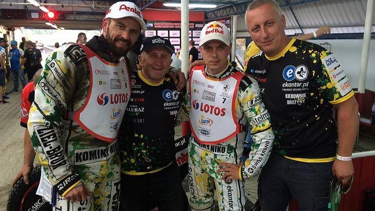 Piotr Protasiewicz, Marek Cieślak (trener Falubazu), Jarosław Hampel, Tomasz Walczak (kierownik drużyny)